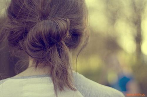 爱,起于微笑,浓于亲吻,逝于泪水。