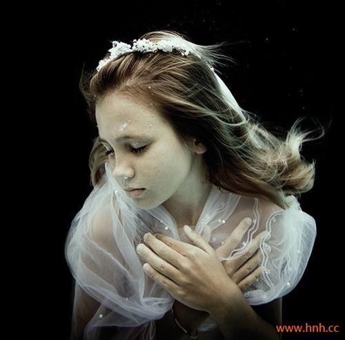 没有拥抱没有亲吻,连眼神都是空空的。