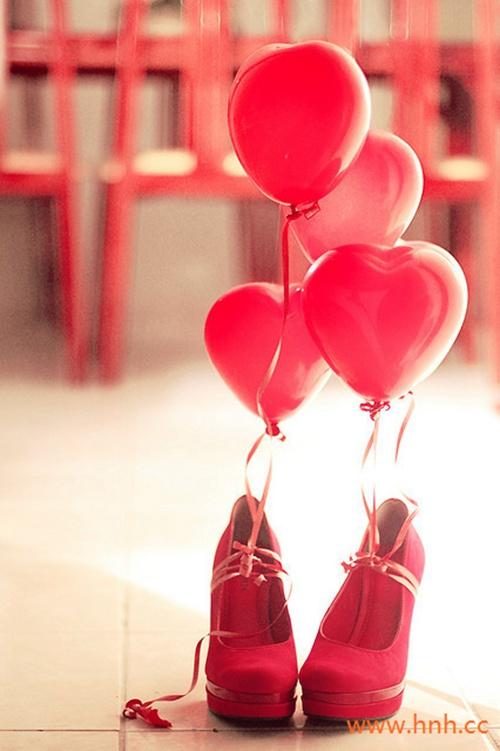 人不怕走在黑夜里,就怕心中没有光。