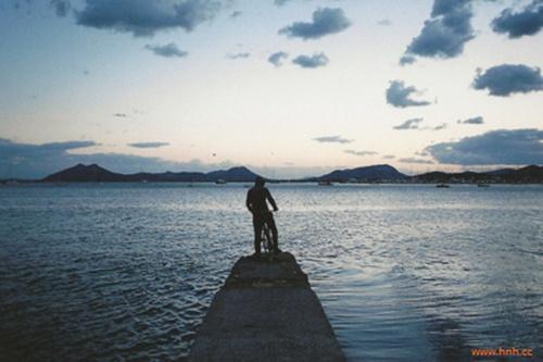 qq说说孤独风景图片