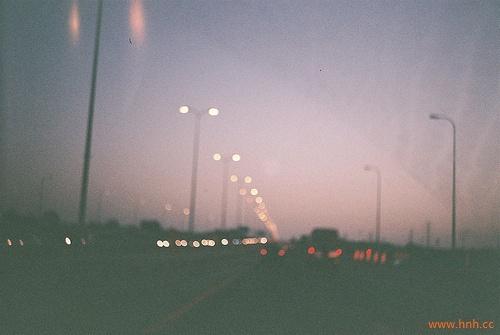 想念一个人时,会因为太想念而难受。